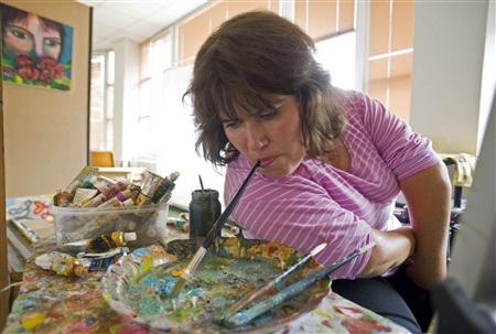 Mojsovska - Nữ hoạ sỹ vẽ bằng miệng - 4