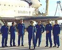 Tàu con thoi Discovery trở về trái đất an toàn - 1