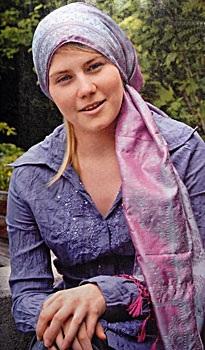 Natascha Kampusch sau 8 năm bị bắt cóc - 1