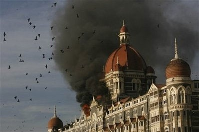 Vụ tấn công khủng bố Mumbai được chỉ huy qua điện thoại - 1