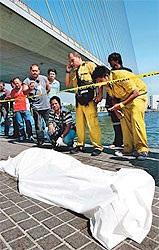 Phát hiện đầu người nước ngoài treo dưới cầu Bangkok - 2