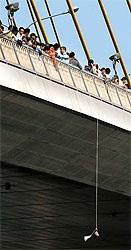 Phát hiện đầu người nước ngoài treo dưới cầu Bangkok - 1