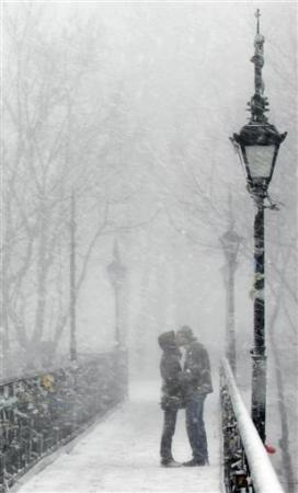 Chùm ảnh: Dấu ấn những nụ hôn - 8