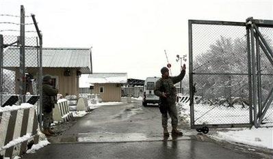 Nga đồng ý để Mỹ vận chuyển quân nhu qua biên giới - 1