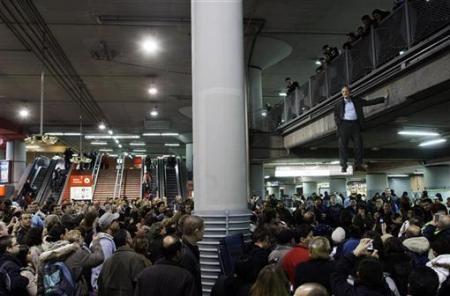 Chùm ảnh: Người bay ở nhà ga Madrid - 4