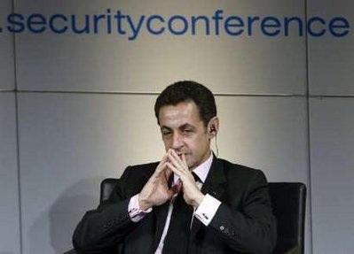 Tổng thống Pháp bị gửi thư đe dọa kèm đạn - 1