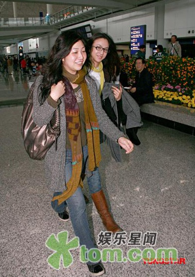 Thang Duy rạng rỡ khi đặt chân tới Hồng Kông - 1