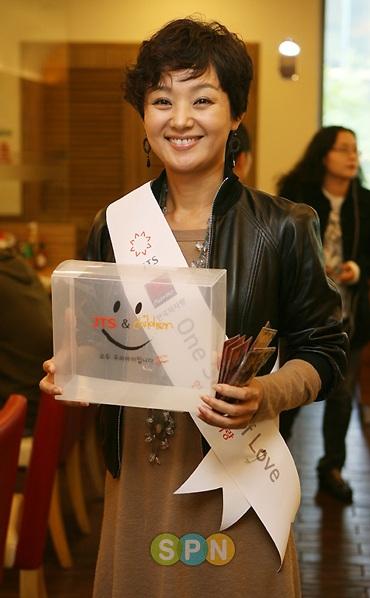 Song Hye Kyo được khen ngợi hết lời - 1