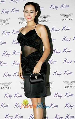 Ngắm hoa hậu Honey Lee trên sàn catwalk - 10