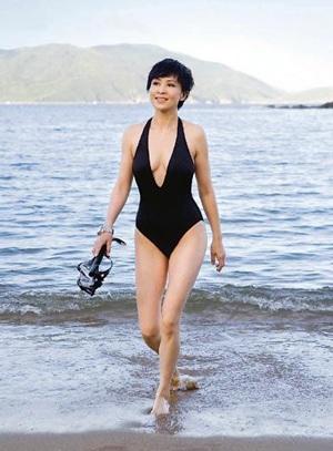 Lưu Gia Linh: 42 tuổi vẫn tự tin mặc áo tắm! - 1