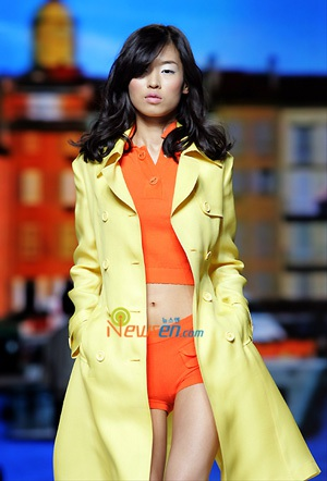 Người đẹp xứ Hàn khoe sắc trong ngày hội Blumarine - 16