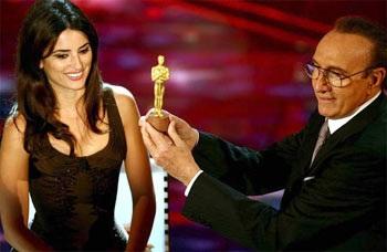 Penelope Cruz ăn tượng Oscar  - 1