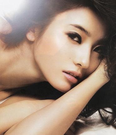 """""""Barbie xứ Hàn"""" Han Chae Young tái xuất! - 2"""