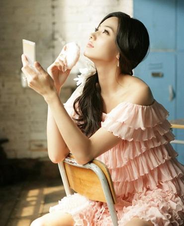 """""""Barbie xứ Hàn"""" Han Chae Young tái xuất! - 1"""