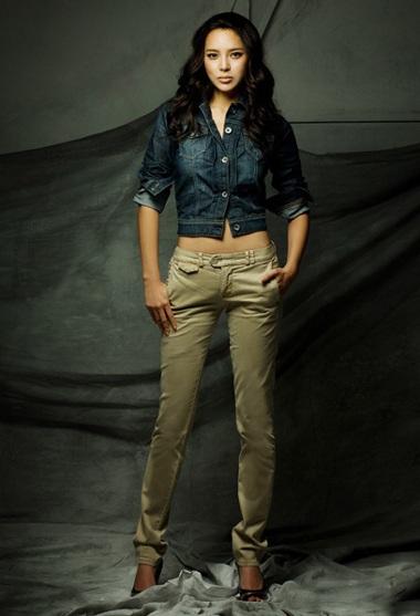 Cựu hoa hậu Park Shi Yeon khoe dáng - 1