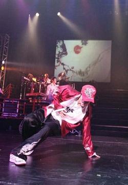 """Show diễn """"Heroes Of Tokyo"""" của Vương Lực Hoành - 4"""