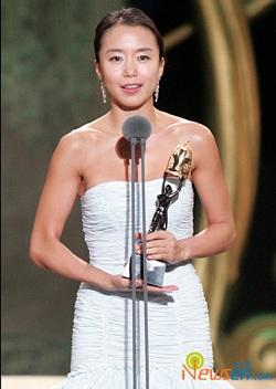 Nữ diễn viên Jeon Do Yeon lên xe hoa - 2