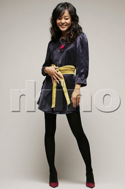 Kim Yoon Jin gợi cảm trên ấn phẩm hàng đầu của Anh - 2