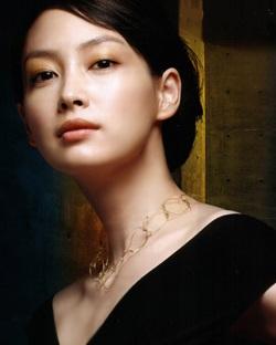 """Lee Young Ae hay Choi Ji Woo: Ai sẽ là """"Người quan trọng""""? - 1"""