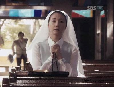 Choi Ji Woo diện váy cưới trong phim mới - 15