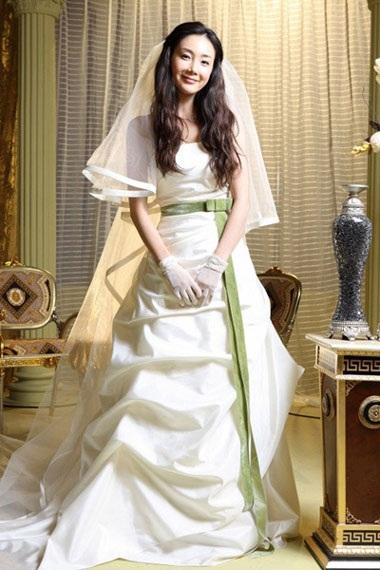 Choi Ji Woo diện váy cưới trong phim mới - 1