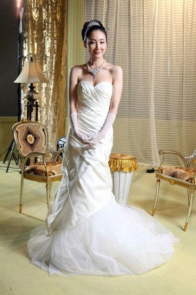Choi Ji Woo diện váy cưới trong phim mới - 3