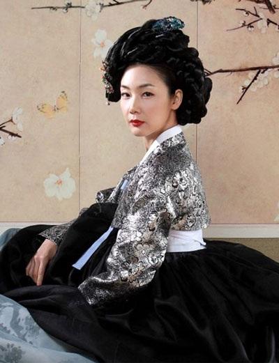 Choi Ji Woo diện váy cưới trong phim mới - 8