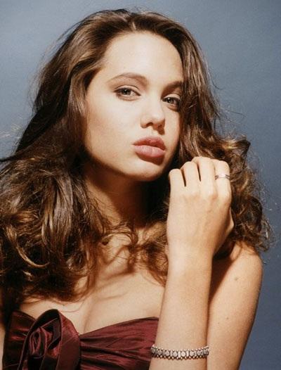 Angelina Jolie luôn cuốn hút và gợi cảm - 2