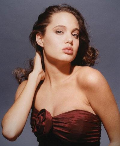 Angelina Jolie luôn cuốn hút và gợi cảm - 3