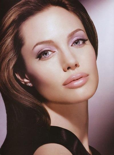 Angelina Jolie luôn cuốn hút và gợi cảm - 6