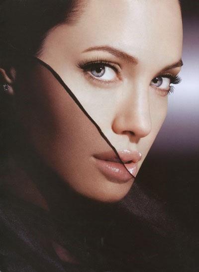 Angelina Jolie luôn cuốn hút và gợi cảm - 7