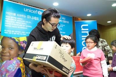 Won Bin đón Giáng Sinh bằng hoạt động từ thiện - 3