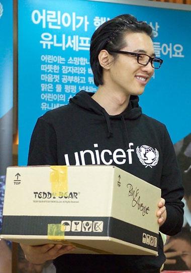 Won Bin đón Giáng Sinh bằng hoạt động từ thiện - 1