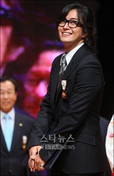 Bae Yong Joon làm và bán kim chi - 2