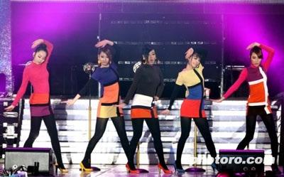 """Nhóm Wonder Girls cũng """"tấn công"""" thị trường Mỹ - 4"""