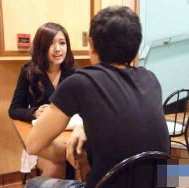 Trước scandal tình ái của bạn trai, Châu Huệ Mẫn vẫn vững vàng - 8