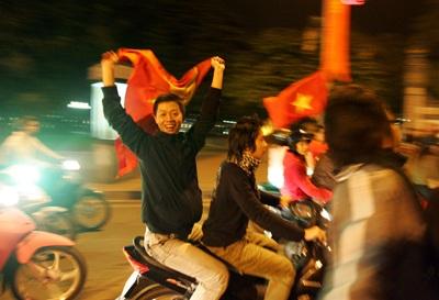 Chùm ảnh: Hà Nội ăn mừng đội tuyển vào chung kết AFF Cup - 11