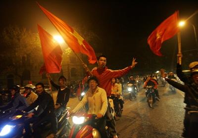 Chùm ảnh: Hà Nội ăn mừng đội tuyển vào chung kết AFF Cup - 12
