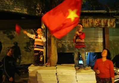 Chùm ảnh: Hà Nội ăn mừng đội tuyển vào chung kết AFF Cup - 17