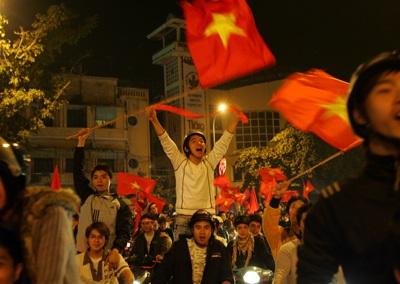 Chùm ảnh: Hà Nội ăn mừng đội tuyển vào chung kết AFF Cup - 19