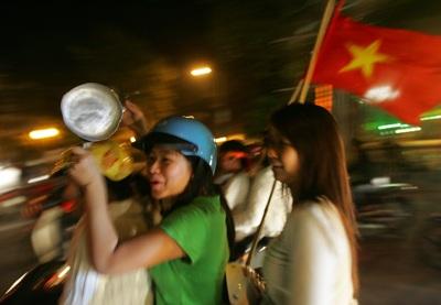 Chùm ảnh: Hà Nội ăn mừng đội tuyển vào chung kết AFF Cup - 6