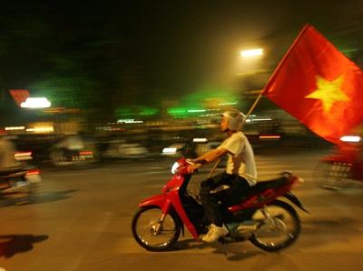 Chùm ảnh: Hà Nội ăn mừng đội tuyển vào chung kết AFF Cup - 7