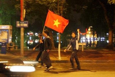 Chùm ảnh: Hà Nội ăn mừng đội tuyển vào chung kết AFF Cup - 8