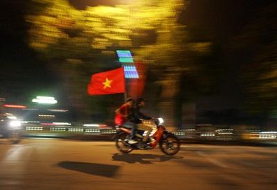 Chùm ảnh: Hà Nội ăn mừng đội tuyển vào chung kết AFF Cup - 9