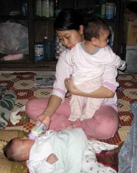Những đứa trẻ khát dòng sữa mẹ - 1