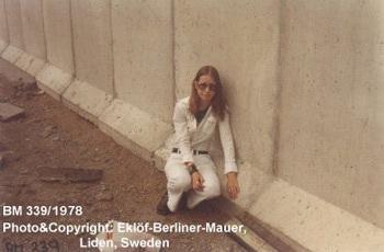 Bức tường Berlin đã... có vợ - 3