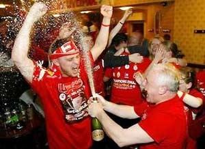 Fan hát mừng Liverpool, tifosi khóc cho Milan - 1