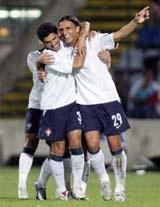 Bộ đôi Milan toả sáng giúp Italia giành thắng lợi - 2