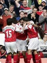 Arsenal cầm chắc ngôi á quân - 1