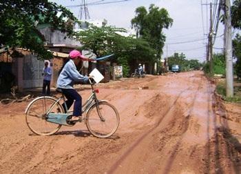 TPHCM: Sau nước ngập là đường hỏng - 2